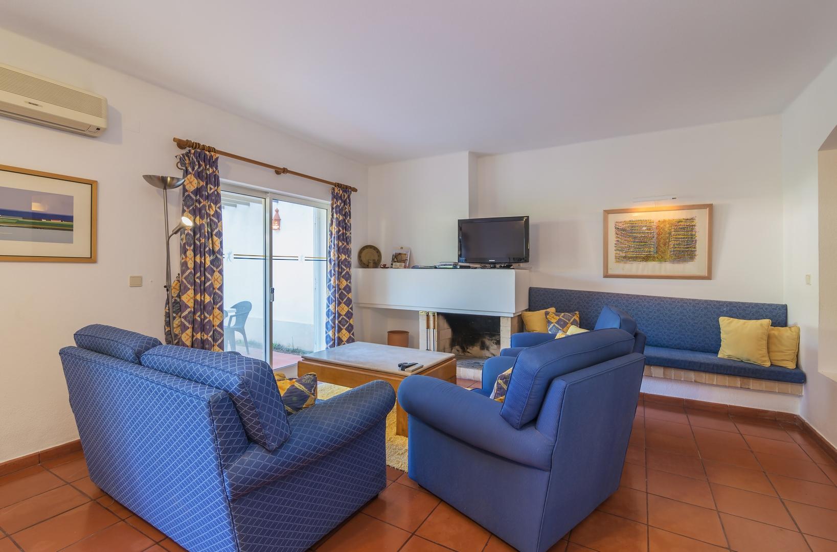 2 Bedroom Townhouse For Sale In Vilar do Golfe (5)