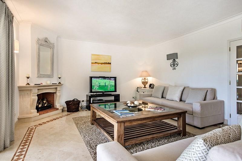 5 Bedroom Villa with sea view for sale in Quinta do Lago (10)