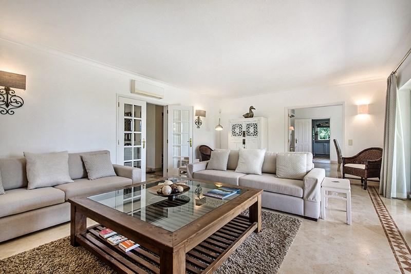 5 Bedroom Villa with sea view for sale in Quinta do Lago (11)