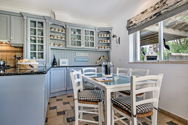5 Bedroom Villa with sea view for sale in Quinta do Lago (14)