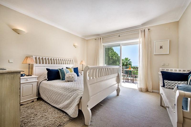5 Bedroom Villa with sea view for sale in Quinta do Lago (16)