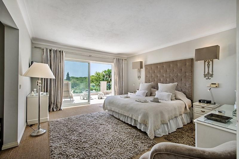 5 Bedroom Villa with sea view for sale in Quinta do Lago (17)