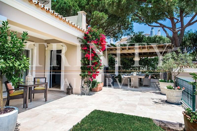 5 Bedroom Villa with sea view for sale in Quinta do Lago (26)