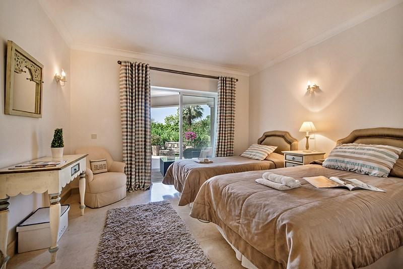 5 Bedroom Villa with sea view for sale in Quinta do Lago (6)